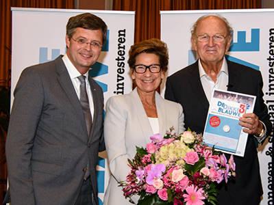 Vernissage De Dikke Blauwe3: feestje met een positieve boodschap en twee heel blije winnaars...